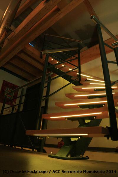 deco led eclairage eclairage d 39 escaliers avec bandes led. Black Bedroom Furniture Sets. Home Design Ideas