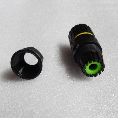 connecteur etanche femelle 4 conducteurs pic3