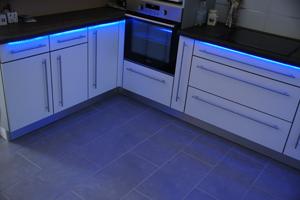 eclairage neon pour cuisine maison design. Black Bedroom Furniture Sets. Home Design Ideas