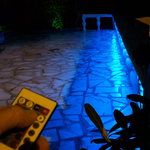 Strip led 12v rgb smd 5050 en 60 leds m au meilleur prix for Eclairage led terrasse