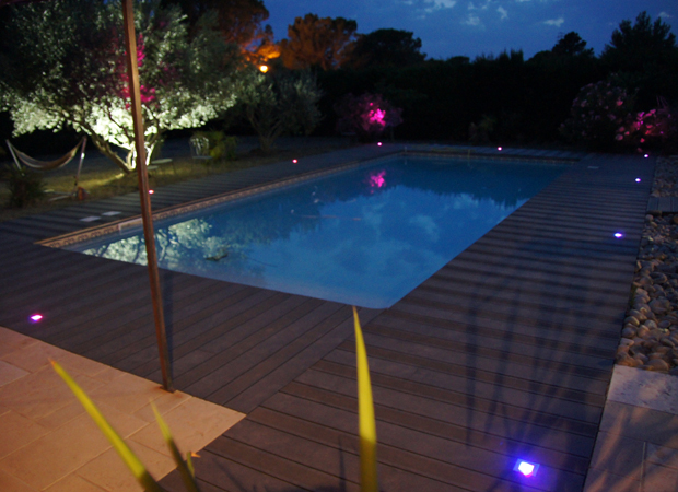 Deco led eclairage id es d co pour les piscines for Lumiere terrasse led