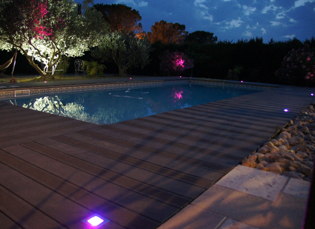 Spot piscine bois cheap spot piscine bois with spot for Spot led piscine hors sol
